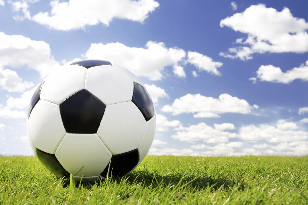 Domarbasen alvbage skadar fotbollen